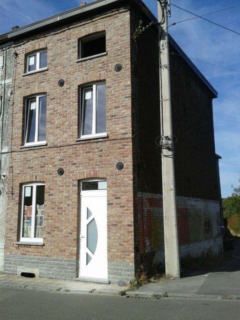 Maison rénovée par l'entrepreneur SGP se déplaçant dans le Hainaut, Namur et Brabant