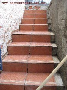 Escalier carrelé et rénové par l'entrepreneur SGP