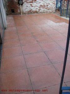 Terrasse carrelée par l'entrepreneur en rénovation de bâtiment SGP